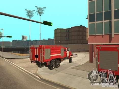 ZIL Firetruck para GTA San Andreas traseira esquerda vista