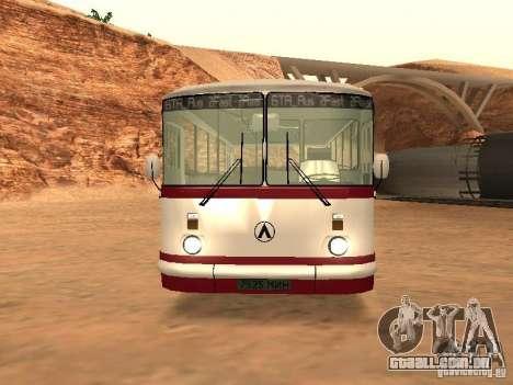 LAZ 695 para GTA San Andreas esquerda vista