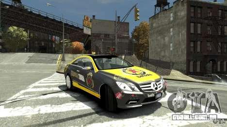 Mercedes-Benz E 500 Coupe V2 para GTA 4 vista direita