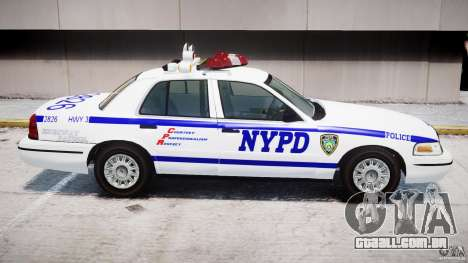 Ford Crown Victoria NYPD para GTA 4 rodas