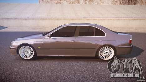 BMW 530I E39 stock white wheels para GTA 4 esquerda vista