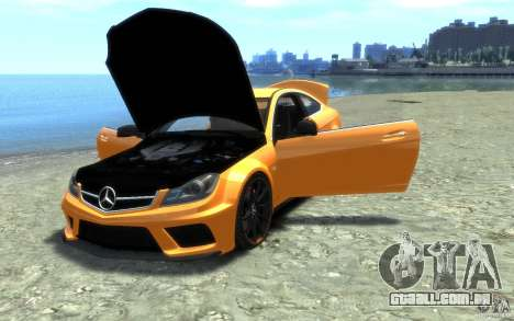Mercedes-Benz C63 AMG 2012 para GTA 4 vista lateral