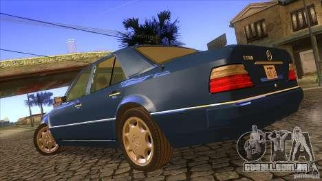 Mersedes-Benz E500 para GTA San Andreas esquerda vista