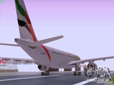 Airbus A330-200 Emirates para GTA San Andreas traseira esquerda vista
