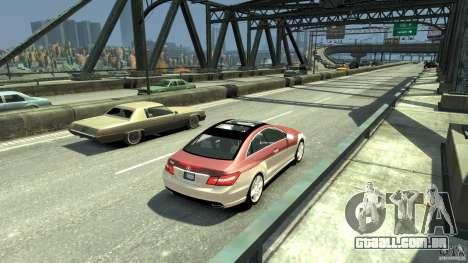 Mercedes-Benz E 500 Coupe V2 para GTA 4 traseira esquerda vista