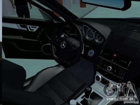 Mercedes-Benz C63 AMG 2010 para GTA San Andreas vista direita