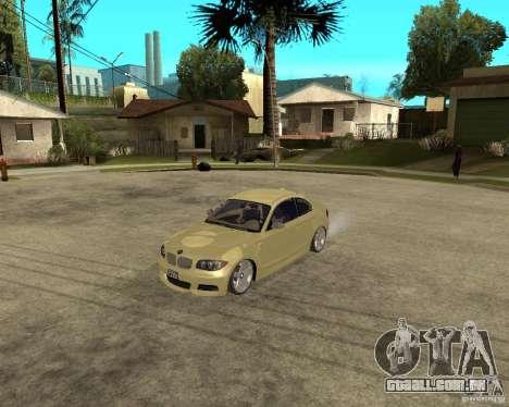 BMW 135i Coupe Stock para GTA San Andreas esquerda vista