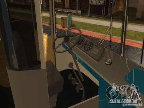 LAZ 699R para GTA San Andreas vista traseira