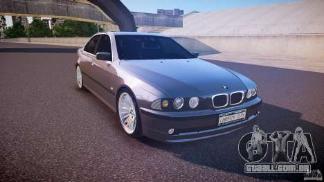 BMW 530I E39 stock white wheels para GTA 4 vista de volta