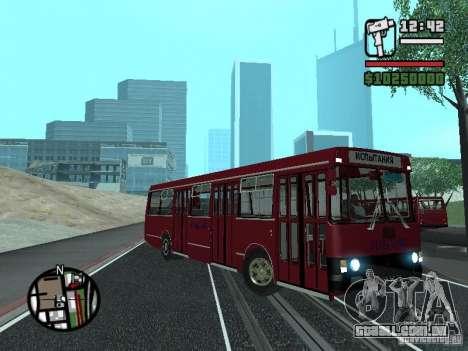 LAZ 5252 para GTA San Andreas vista traseira