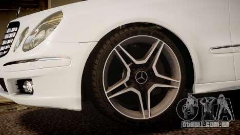 Mercedes-Benz E-Class Executive 2007 v1.1 para GTA 4 vista direita