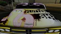 O trabalho da pintura para Slamvan MLP Fluttersh