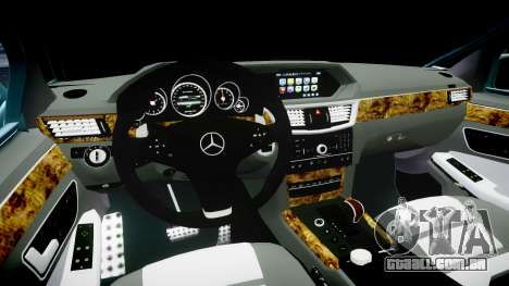 Mercedes-Benz W211 E55 AMG Vossen VVS CV5 para GTA 4 vista interior