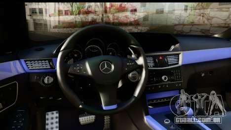 Mercedes-Benz E63 AMG para GTA San Andreas vista interior