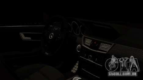 Mercedes-Benz E63 AMG para GTA San Andreas vista direita