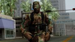 O Africano soldado Americano no padrão de camufl