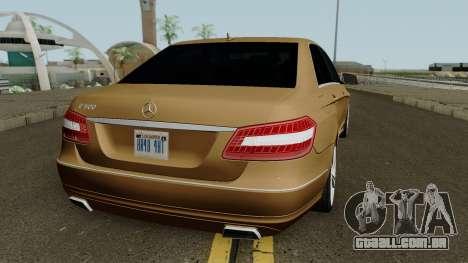 Mercedes-Benz E500 para GTA San Andreas vista direita
